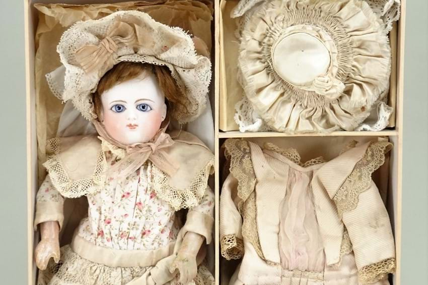 Fine Dolls, Dolls Houses, Juvenalia and Teddy Bears